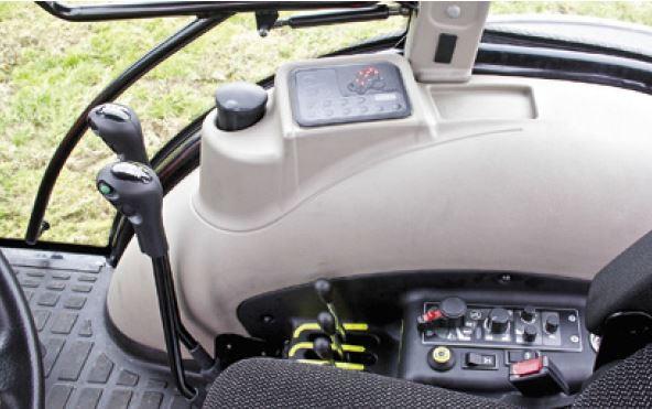 traktor auf t rkisch der armatrac 1004 lux news. Black Bedroom Furniture Sets. Home Design Ideas